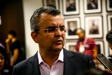 Delegado afirma que governador tinha conhecimento e avalizou esquema dos grampos